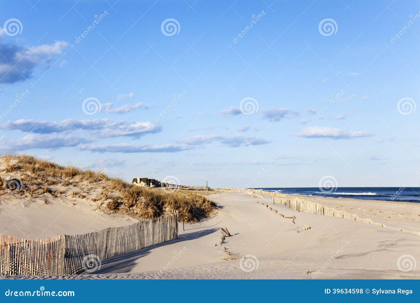 Recinto della spiaggia, sabbia, Camere e l oceano.