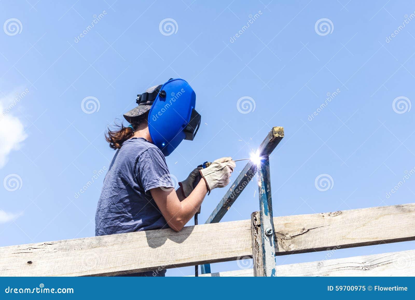 Recinto femminile della riparazione del saldatore