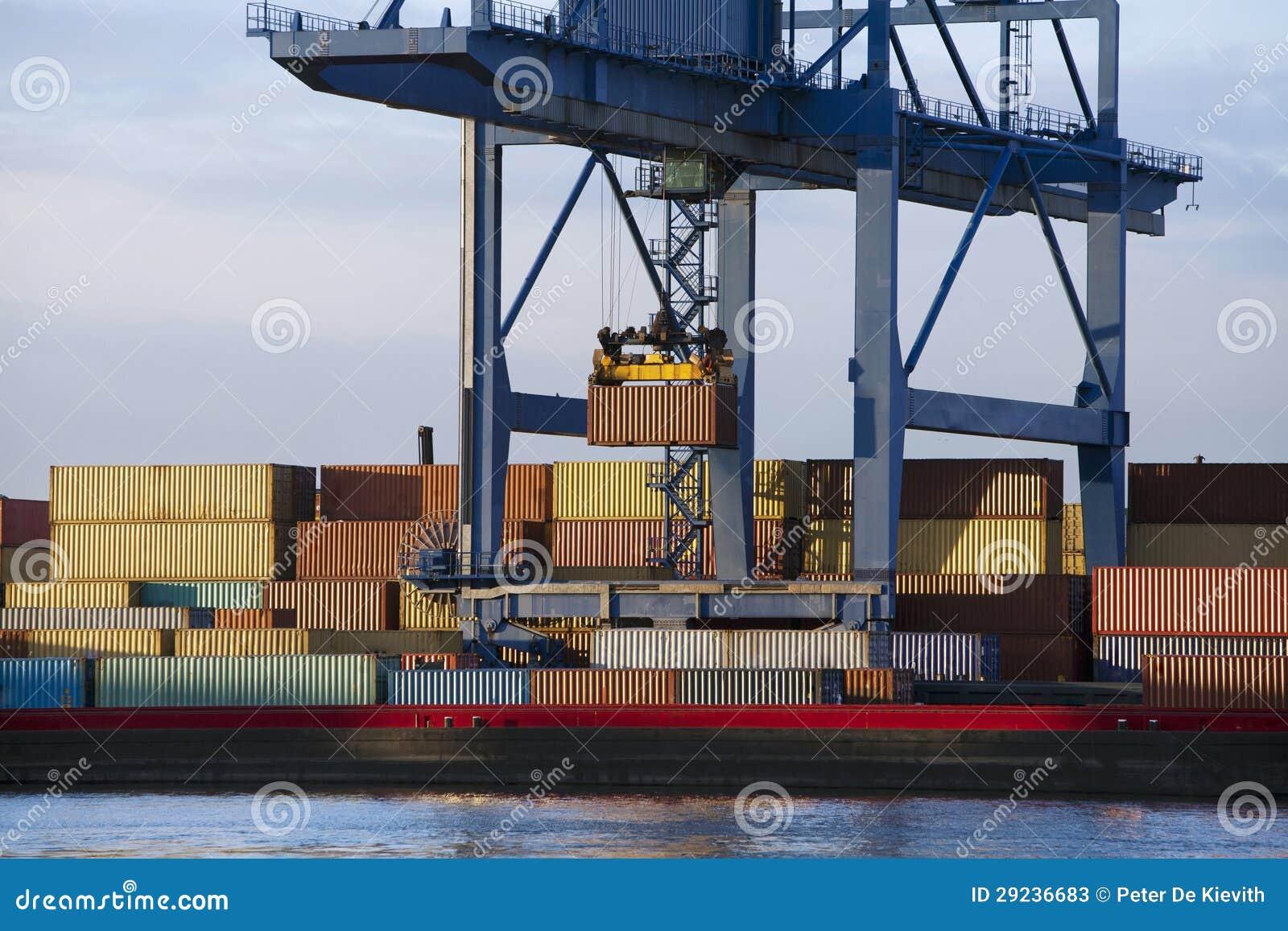 Download Recipientes Da Carga Em Uma Barca Imagem de Stock - Imagem de rotterdam, segurança: 29236683