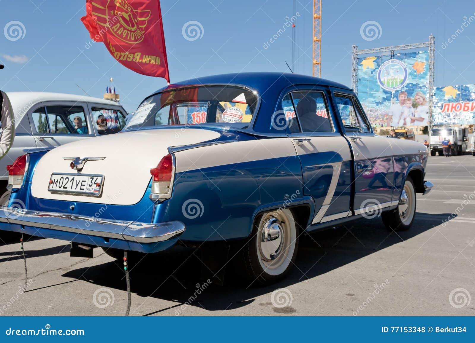 Reconstitué et peint dans Volga bleu métallique brillant GAZ-21 au