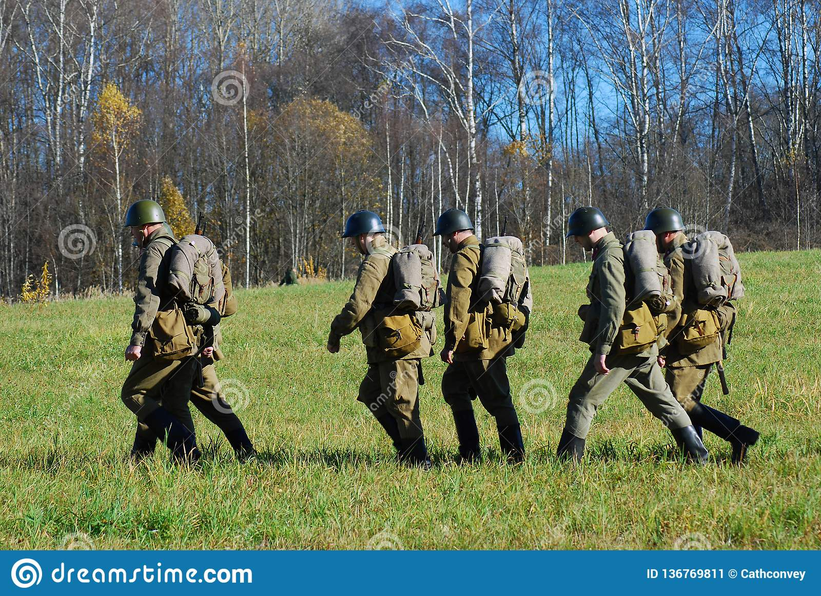 Reconstitution historique de bataille de Moscou Soldats-reenactors de Marchitng