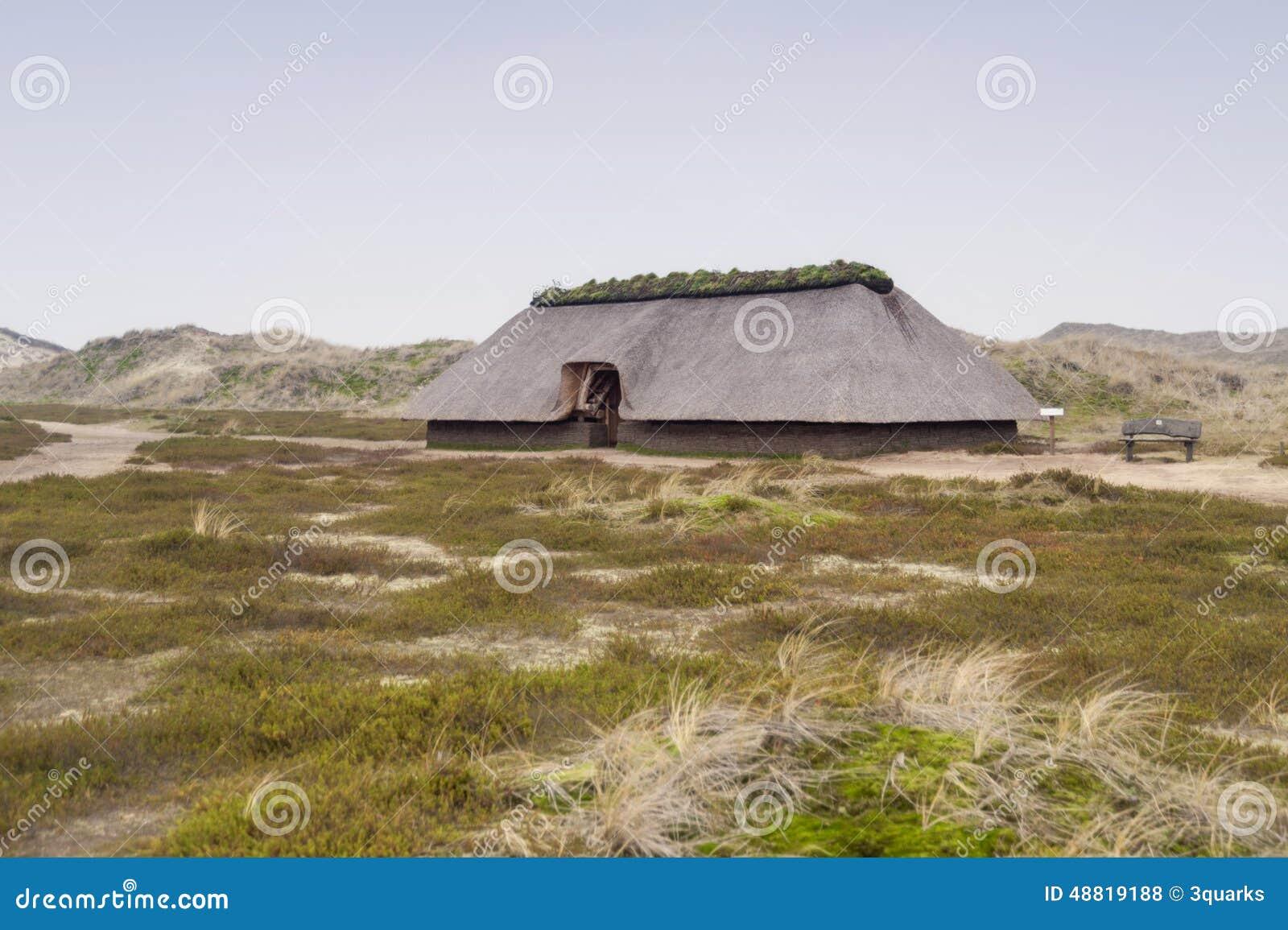 Reconstrucción prehistórica de una casa de la Edad de Piedra