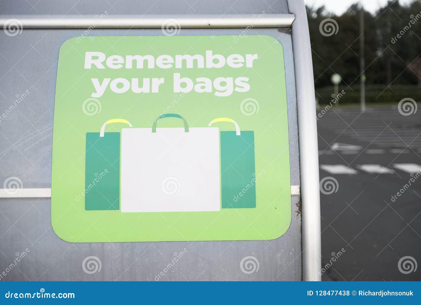 Recorde reutilizar seus sacos de plástico para que comprar ajude a reduzir a poluição e o desperdício