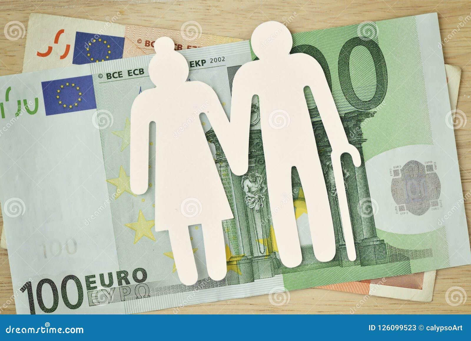 Recorte mayor de papel en billetes de banco euro - concepto de los pares de la pensión