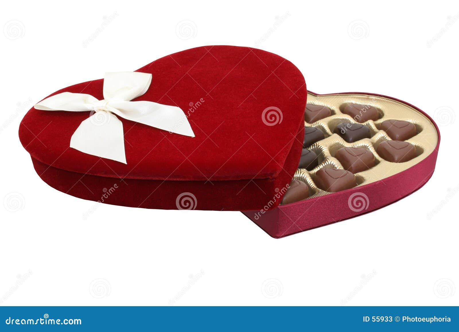 Rectángulo de chocolates en forma de corazón con el camino de recortes (imagen 8.2mp)