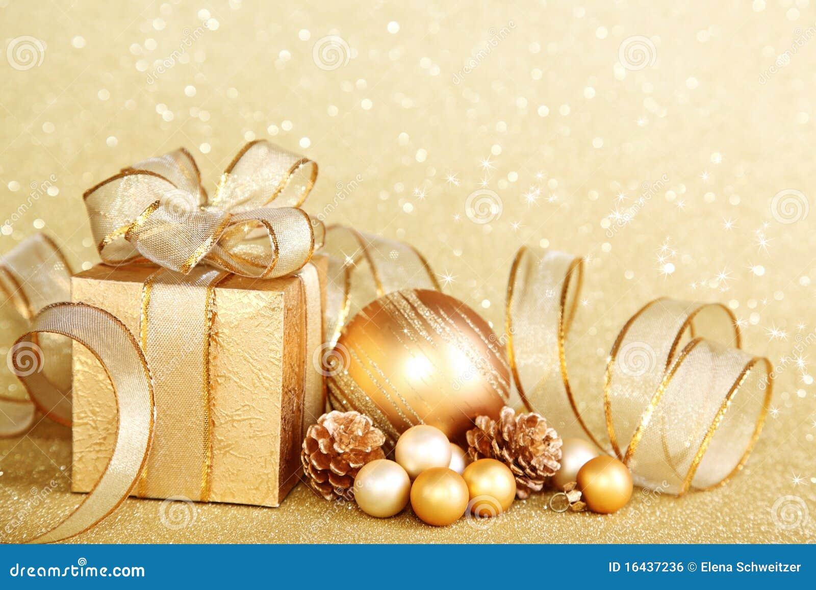 Rectángulo de regalo de la Navidad con la bola de la Navidad