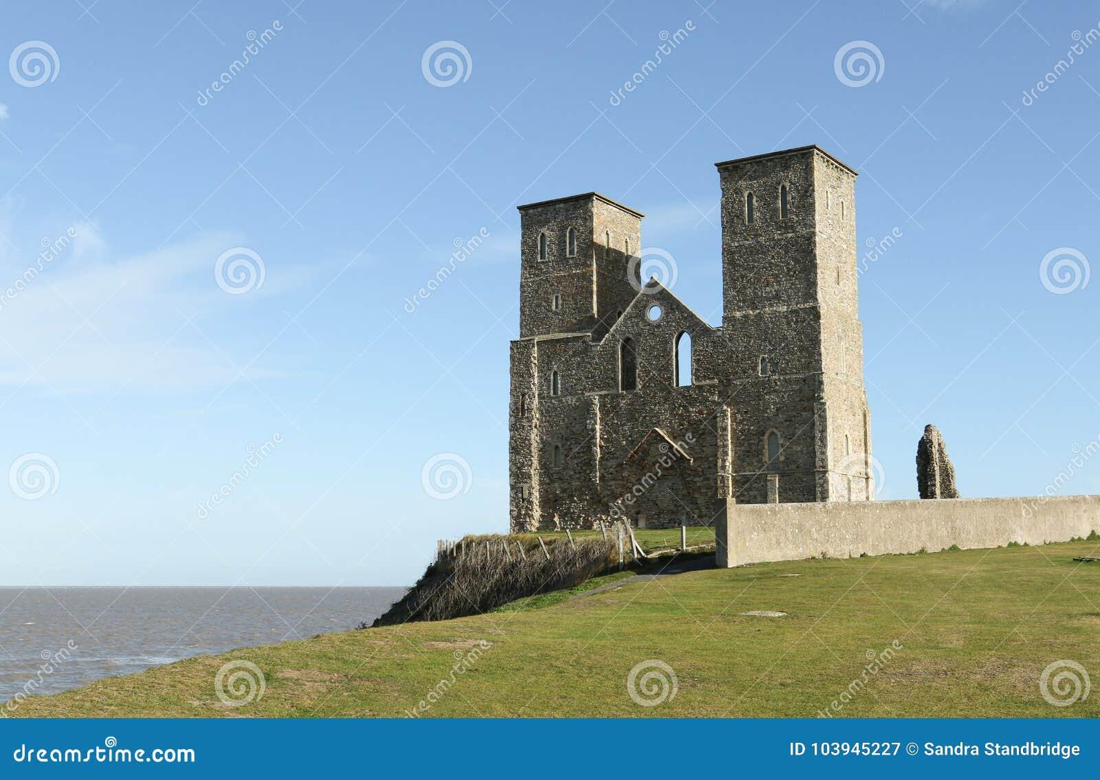 Reculver góruje rzymskiego saxon brzeg fort i resztki 12th wieka kościół