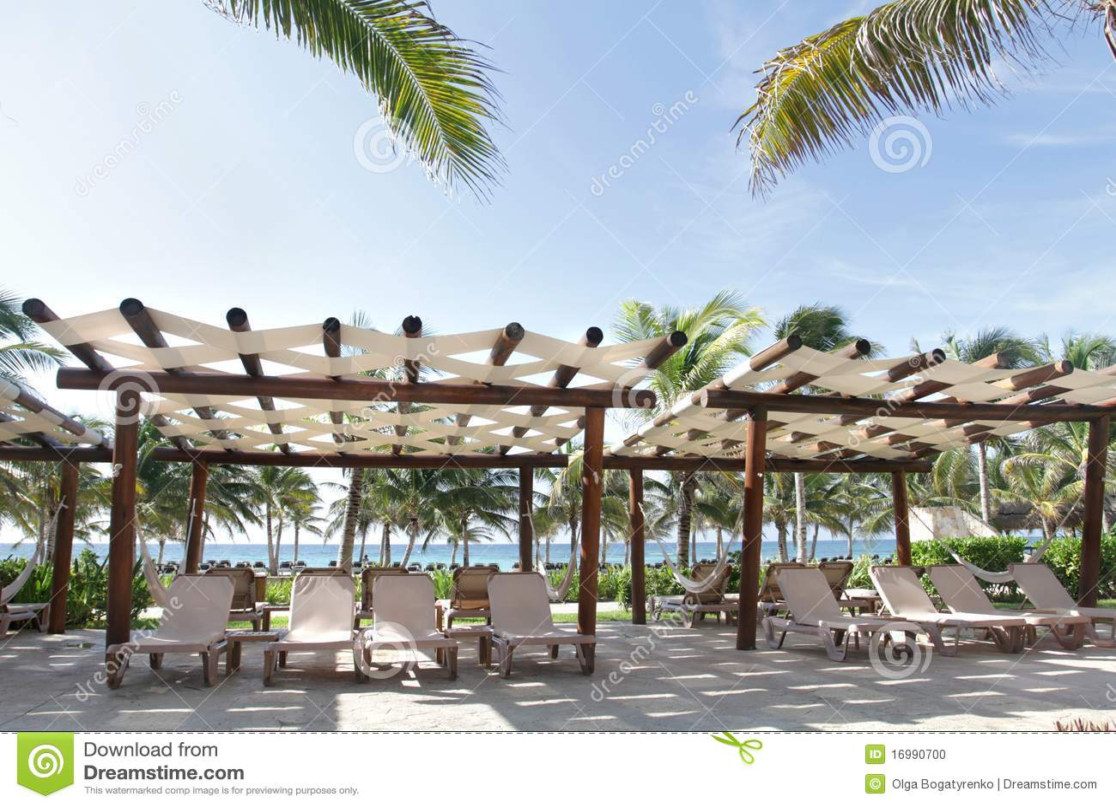 Recurso e praia tropicais