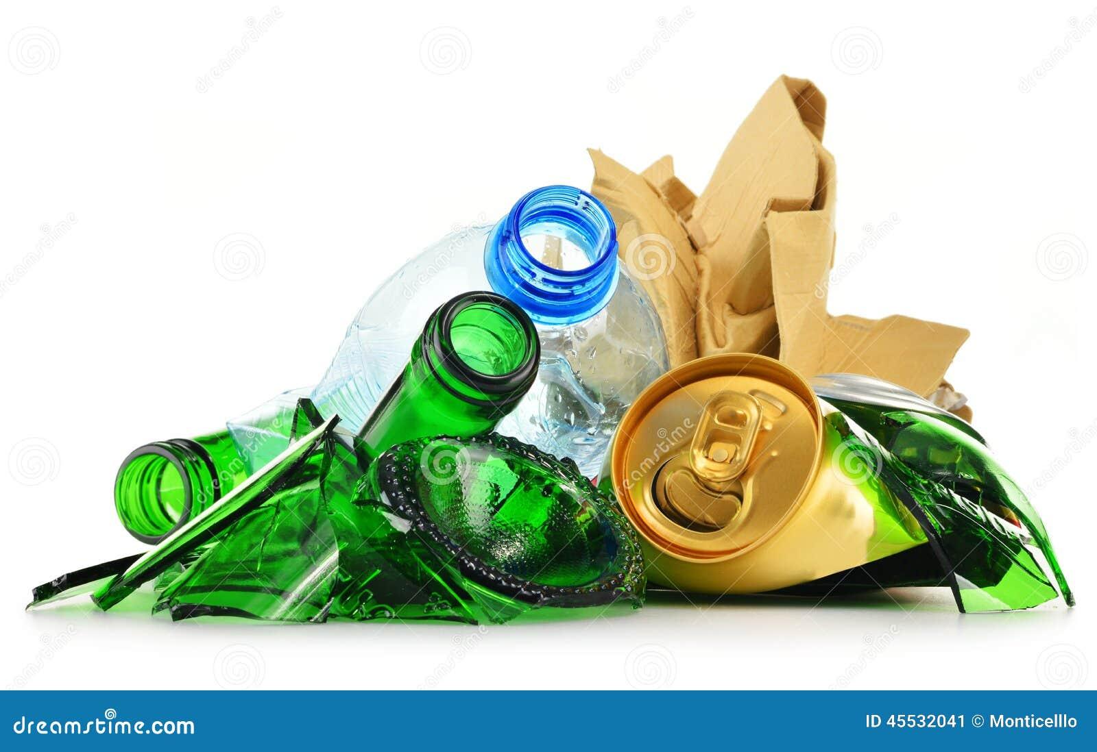 Recyclable śmieciarski składać się z szklany plastikowy metal i papier
