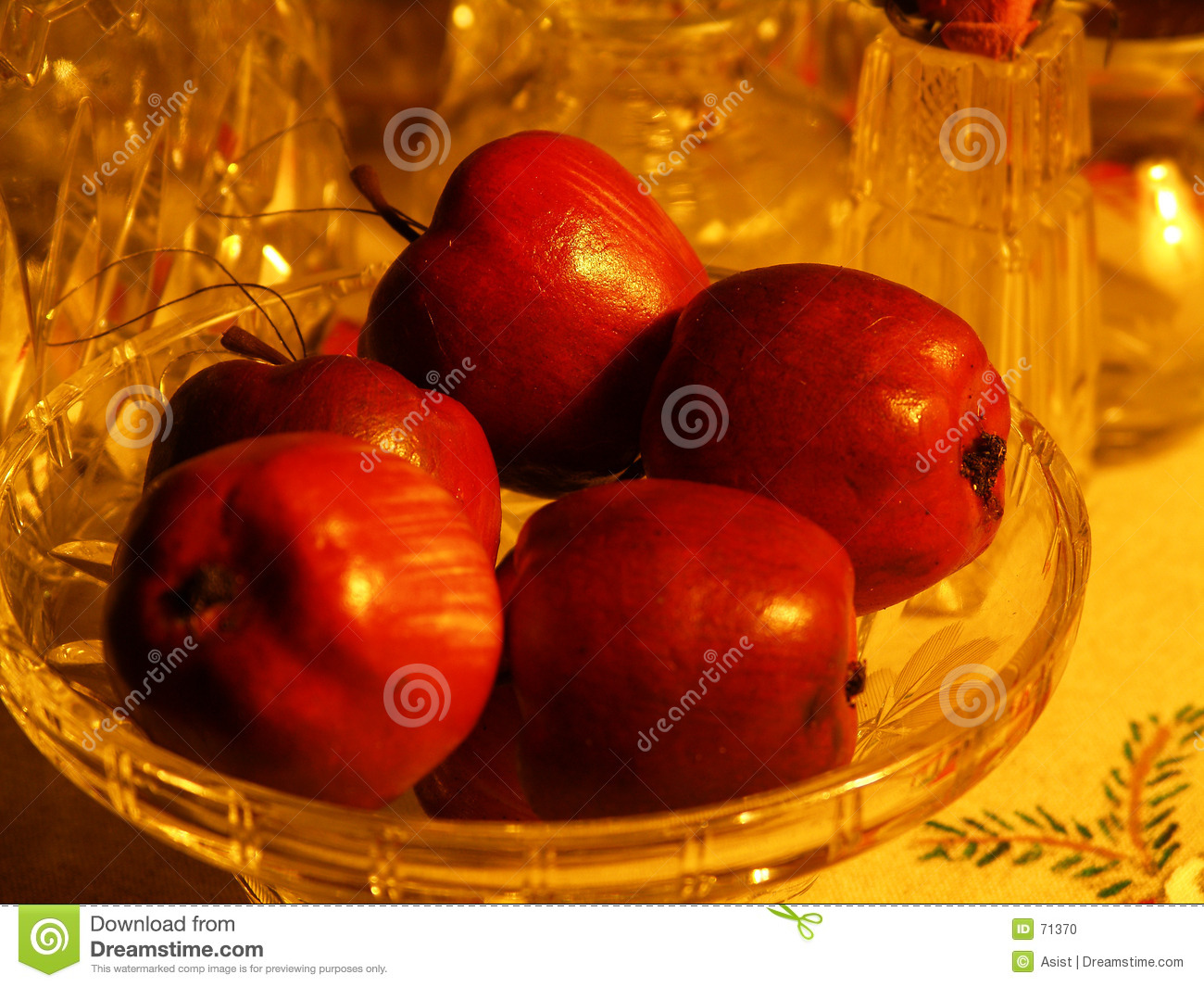 Red apples in bowl
