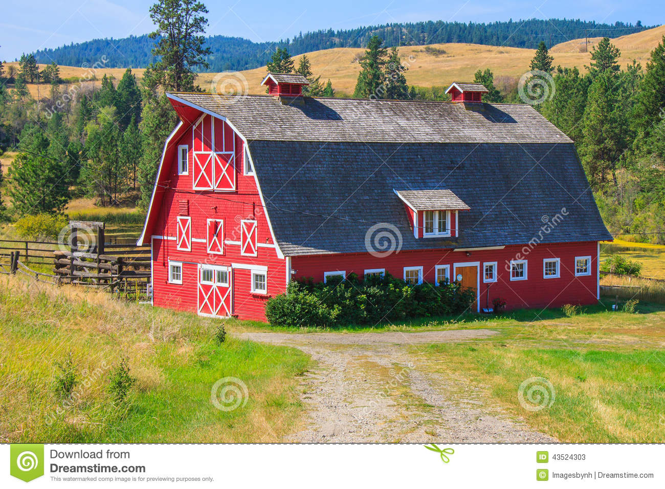 Red Barn With Grey Roof Stock Image Image Of Gray Green