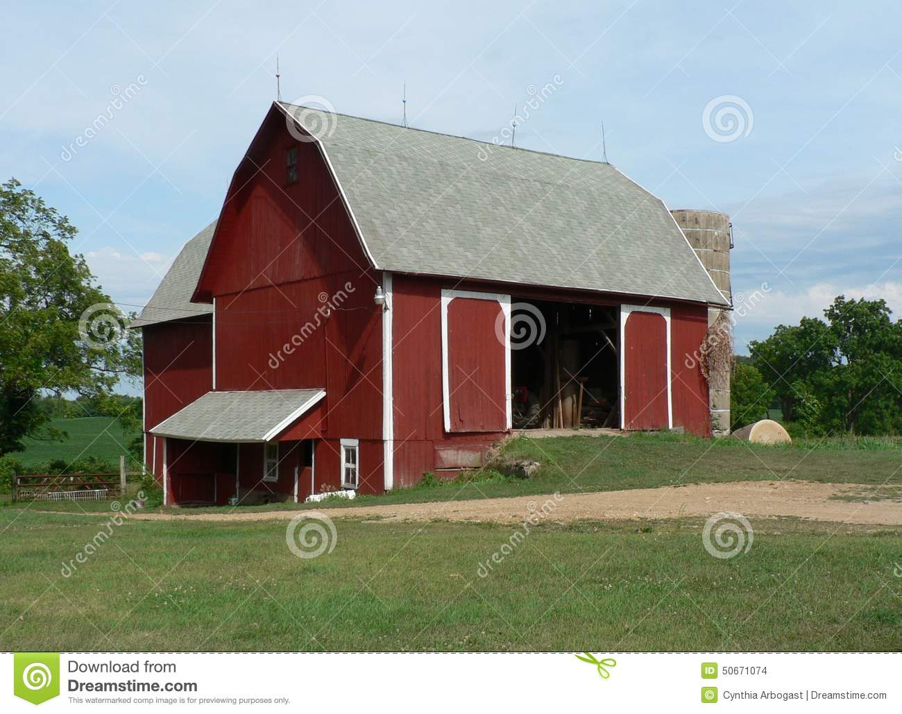 Open red barn doors - Barn Doors Incline Letting Midwest Old Open Red