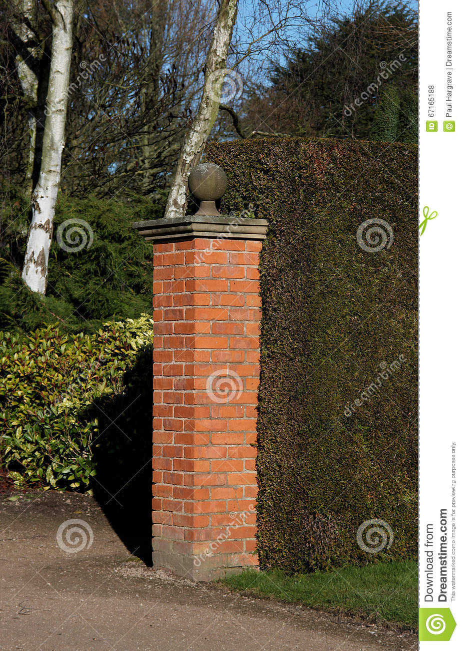 A red brick pillar stock photo image of hedge structure 67165188 - Clases de ladrillos ...