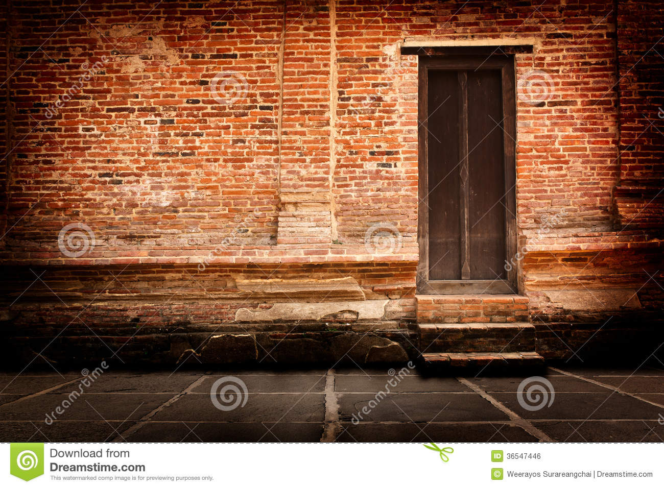 Red Brick Walls And Old Wooden Doors Royalty Free Stock