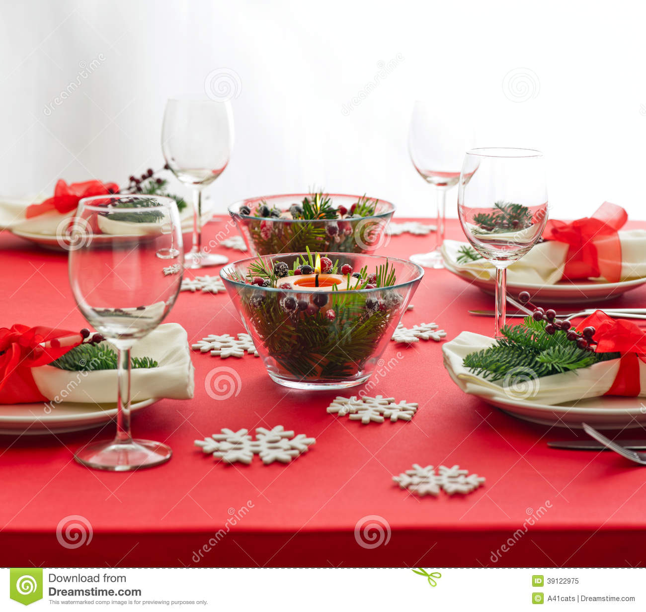 Red Christmas Dinner Table Setup Stock Photo Image 39122975