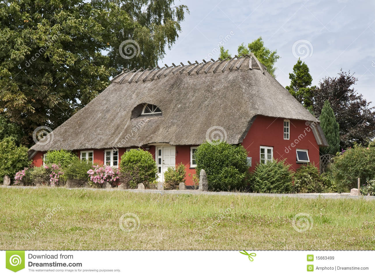 Red cottage royalty free stock images image 15663499 for Red cottage
