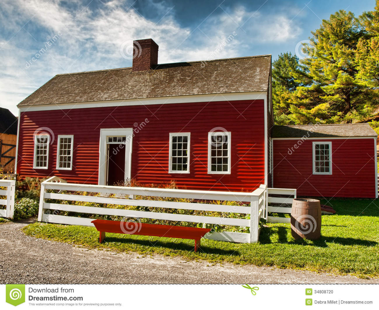Red country house stock photo image of barrel town for Colore esterno casa moderno