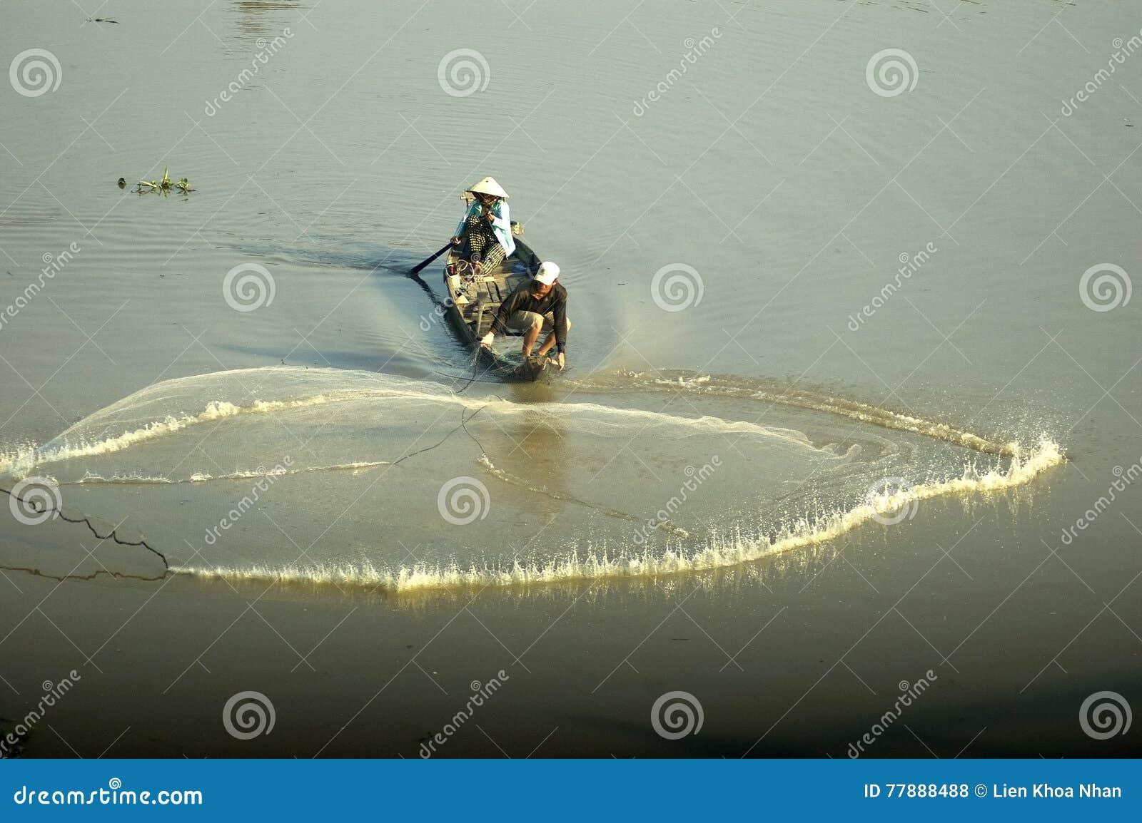Red De Pesca Que Lanza Para Coger Pescados Foto de archivo editorial