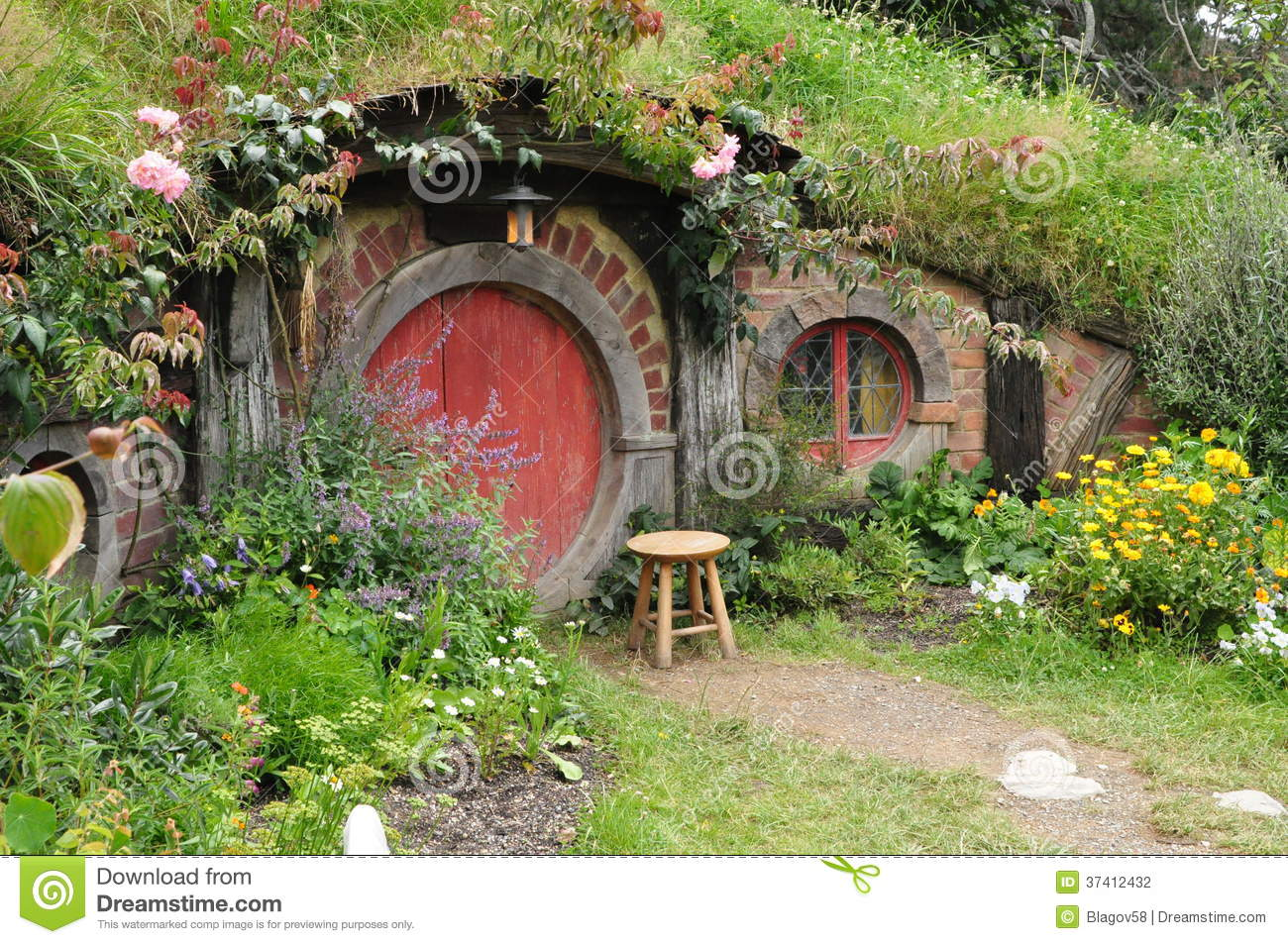Red door hobbit house editorial photography image of view for Porta hobbit