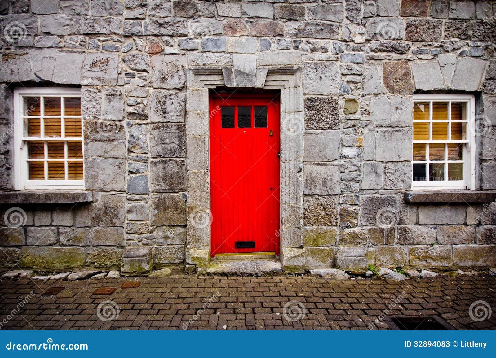 Red door stone house stock photos image 32894083 for Door of stone