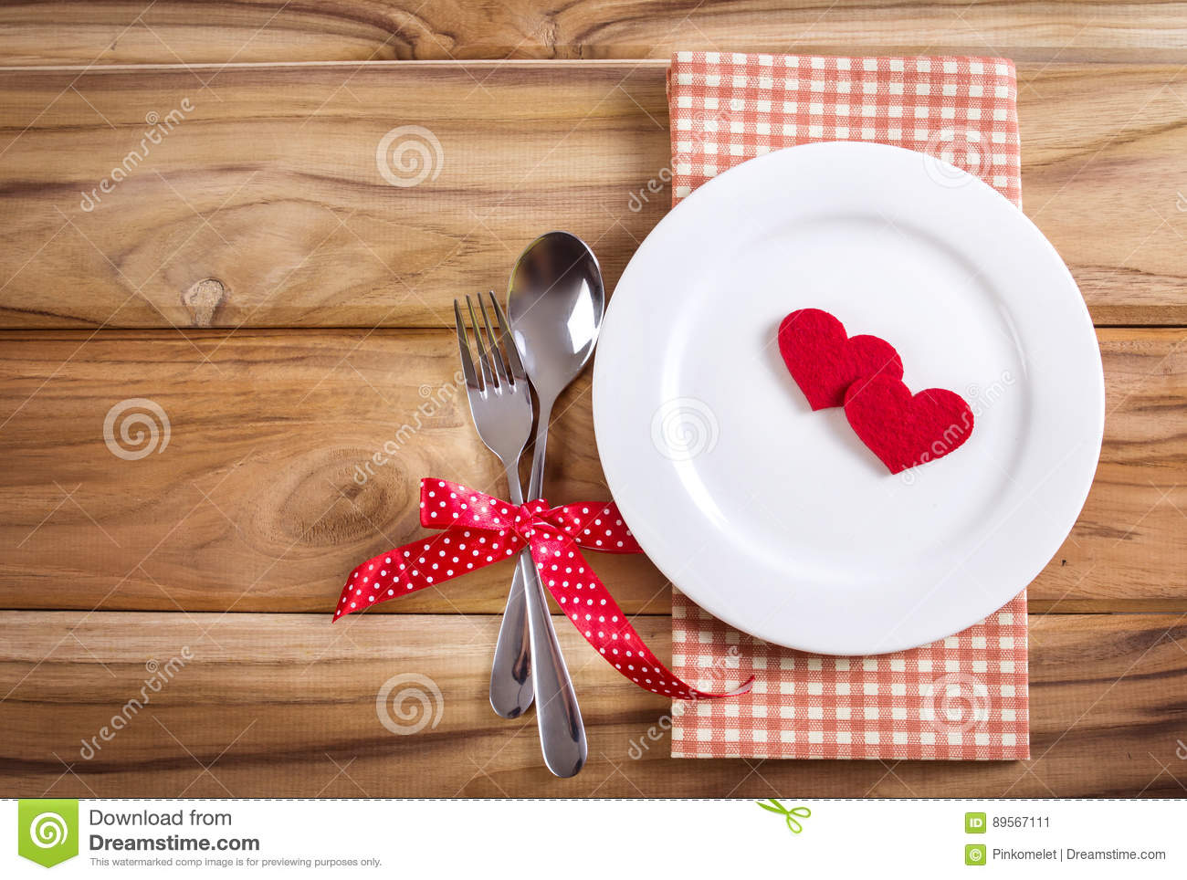 Stupendous Red Heart Shape With White Empty Plate With Fork And Spoon Download Free Architecture Designs Scobabritishbridgeorg