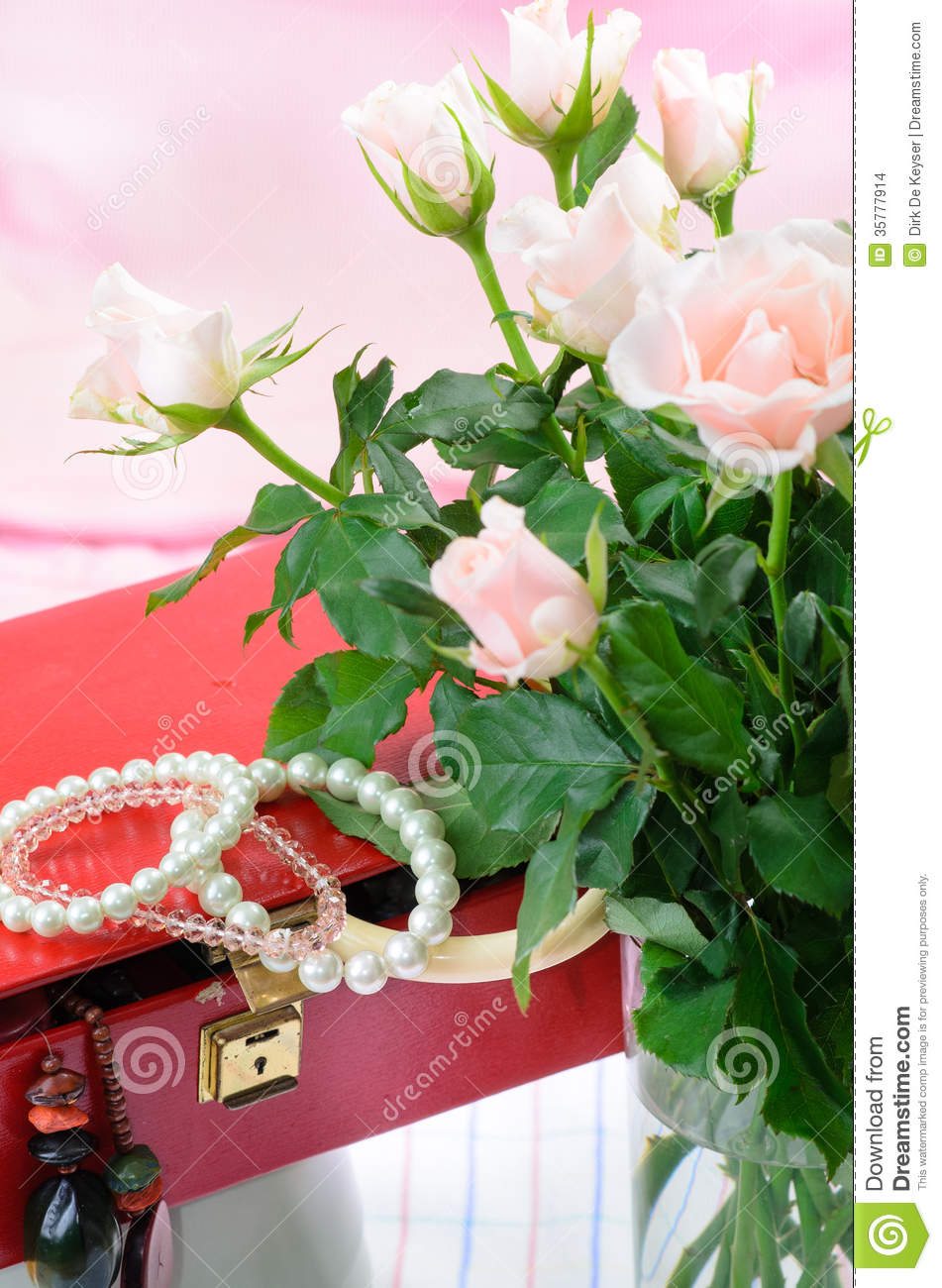 Red jewel box and pink roses