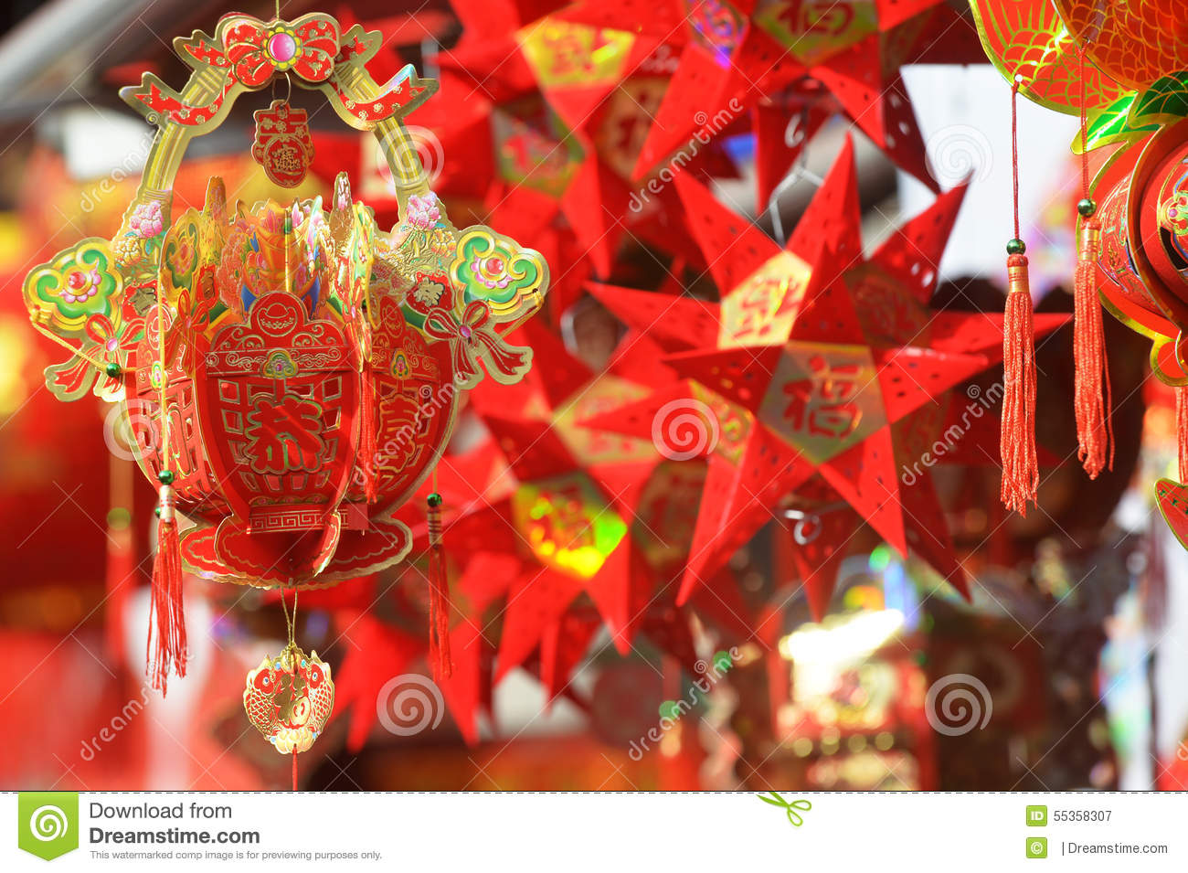 Red lanterns, red firecrackers, red pepper, red everyone, red Chinese knot, red packet...The Spring Festival is coming