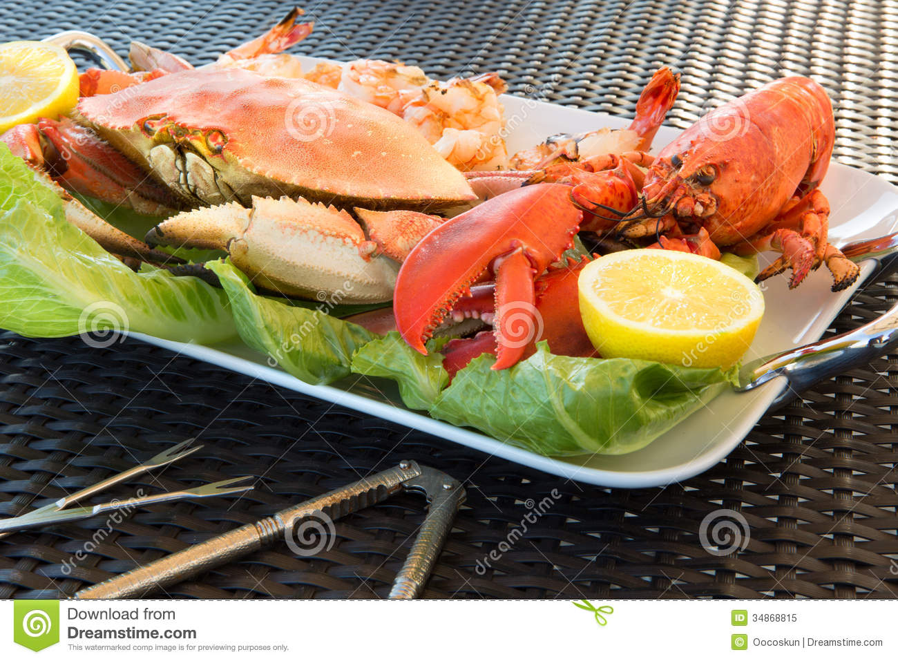 Red Lobster, Crab And Jumbo Shrimps On A Big Plate Stock Image - Image of culinary, clamps: 34868815