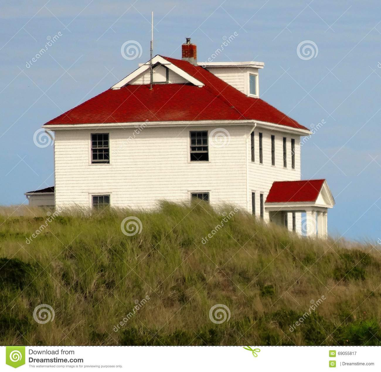 Beach House At The Dunes: Red Roof Stock Photo