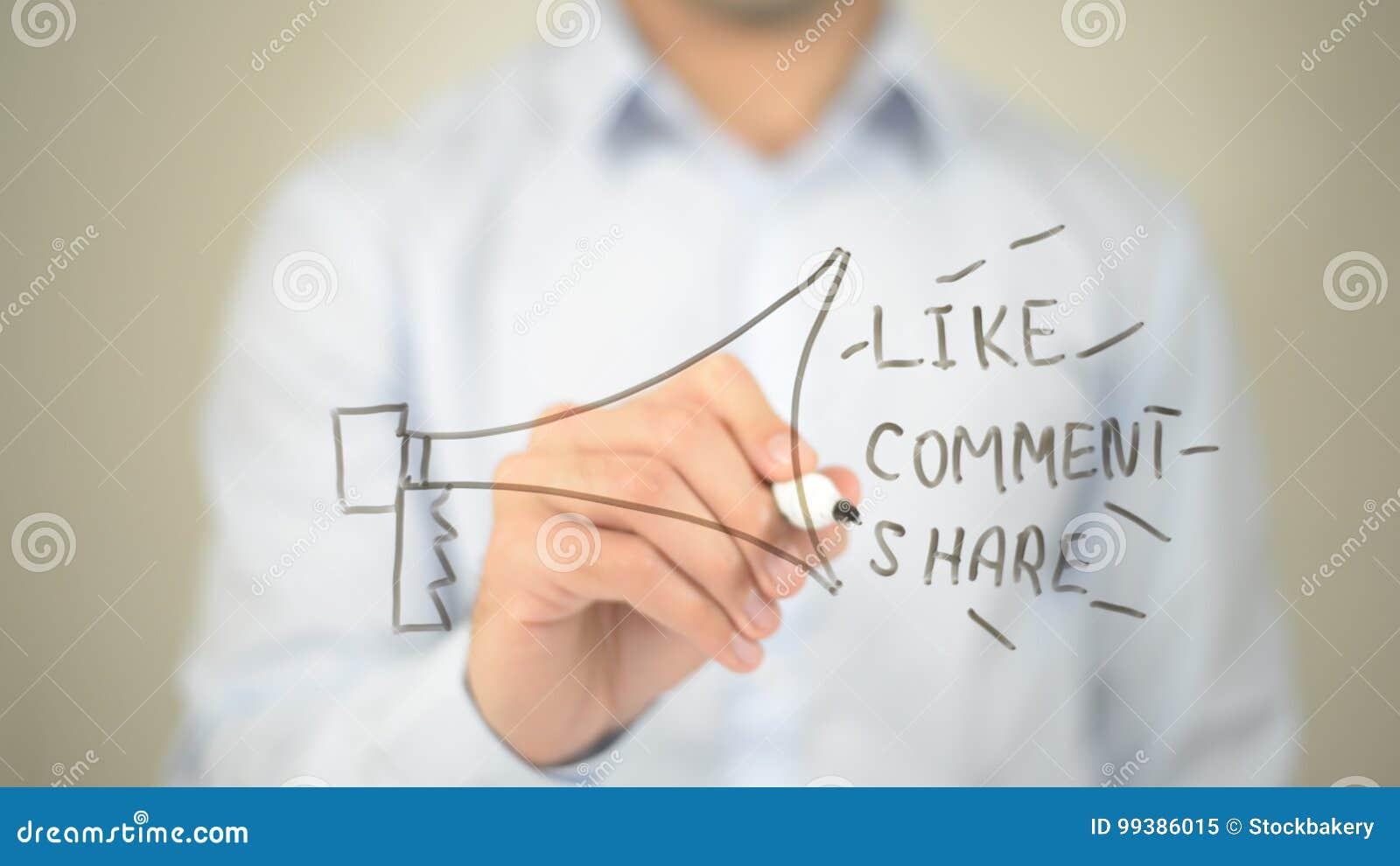 Red social, como concepto de la parte del comentario, escritura del hombre en la pantalla transparente