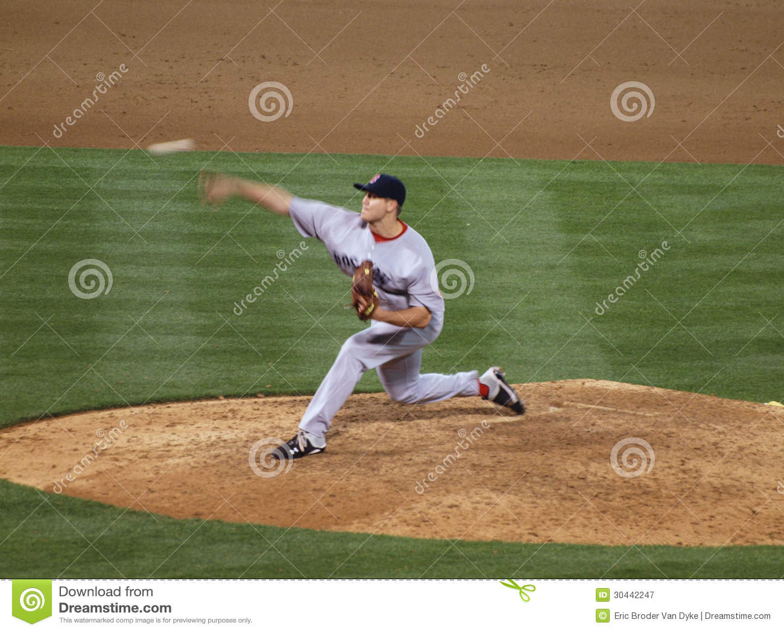 Red Sox closer Jonathan Papelbon throws a pitch ba