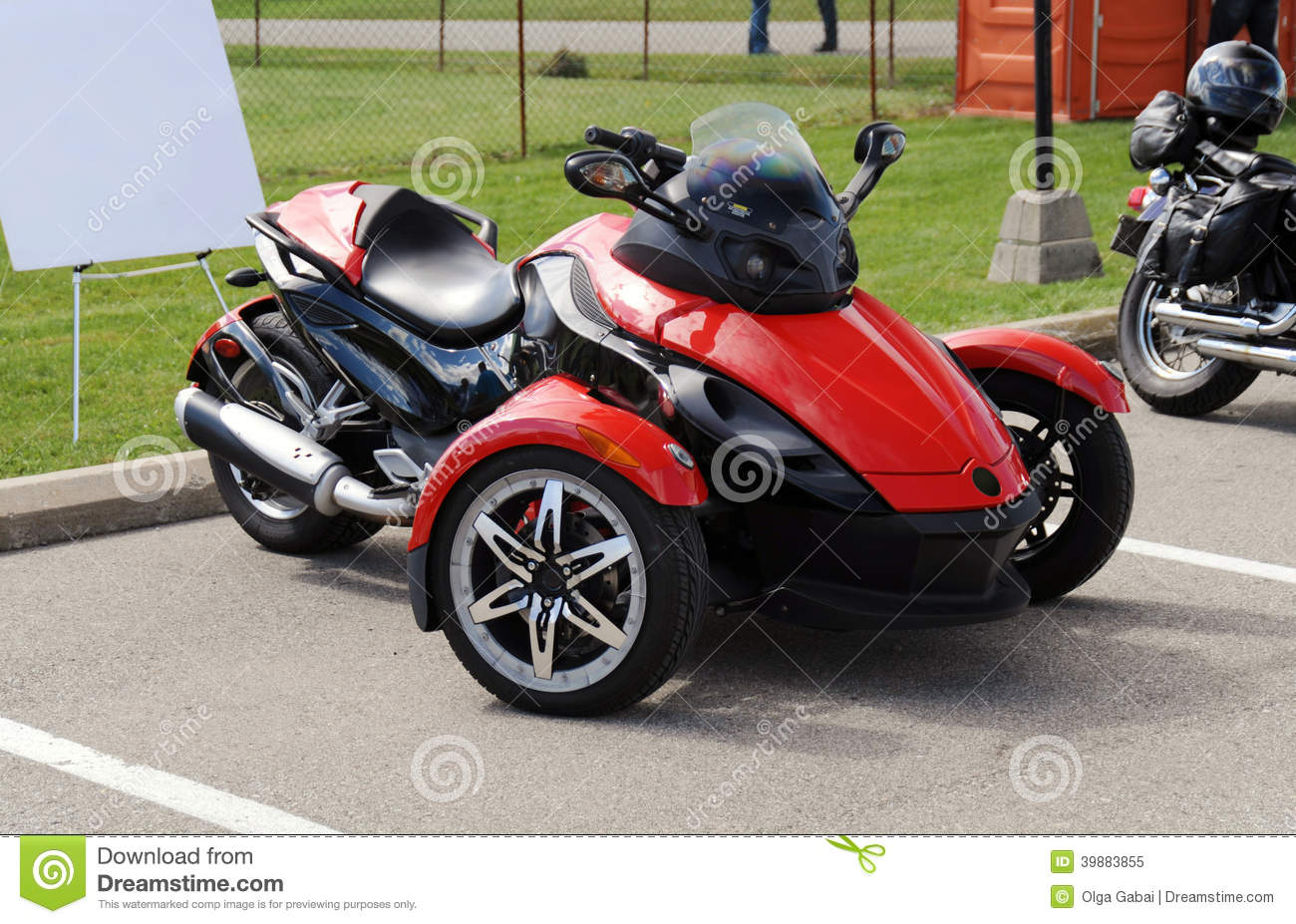 Red three wheel motorcycle stock image image of engine for Three wheel motor bike in india