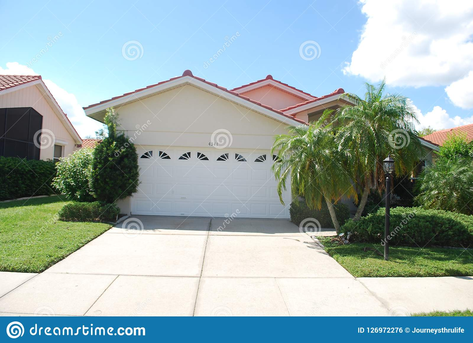 Red Tile Stucco Homes Around A Small Lake In Sarasota Florida Editorial Photo Image Of Sunny Tile 126972276