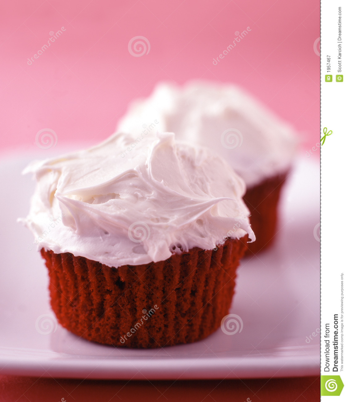 Red Velvet Cupcakes With Vanilla Frosting Royalty Free Stock ...
