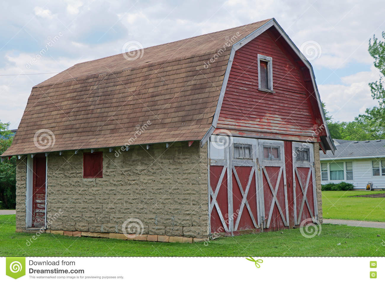 Red weathered barn garage stock photo image 71760882 for Garages that look like barns