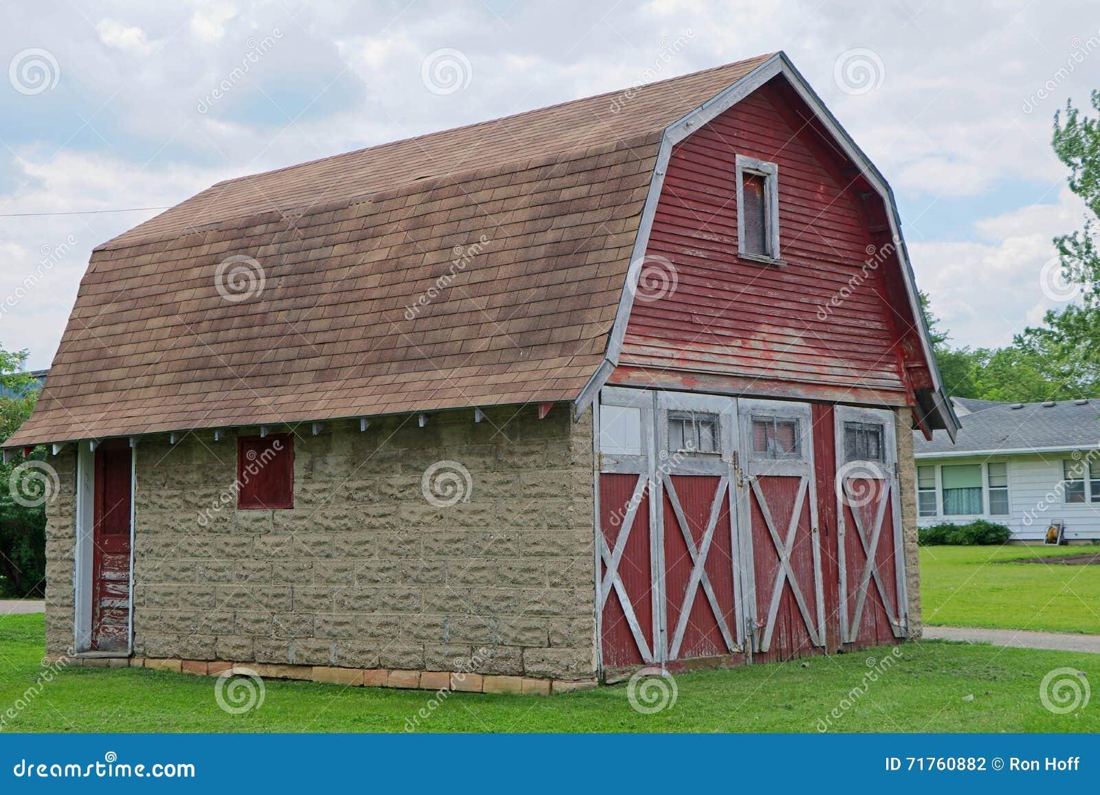 Red Weathered Barn Garage Stock Photo Image 71760882