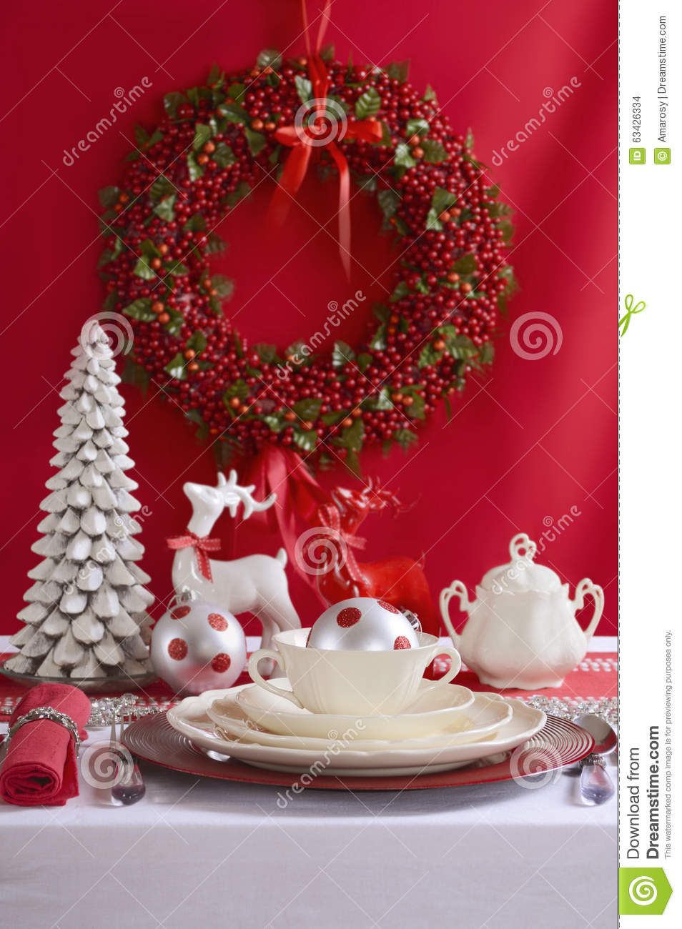 Red And White Christmas Table Setting. Stock Photo - Image: 63426334