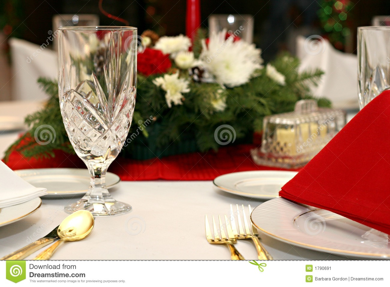 Red White Gold Table Setting & Red White Gold Table Setting Stock Image - Image of chrysanthemum ...