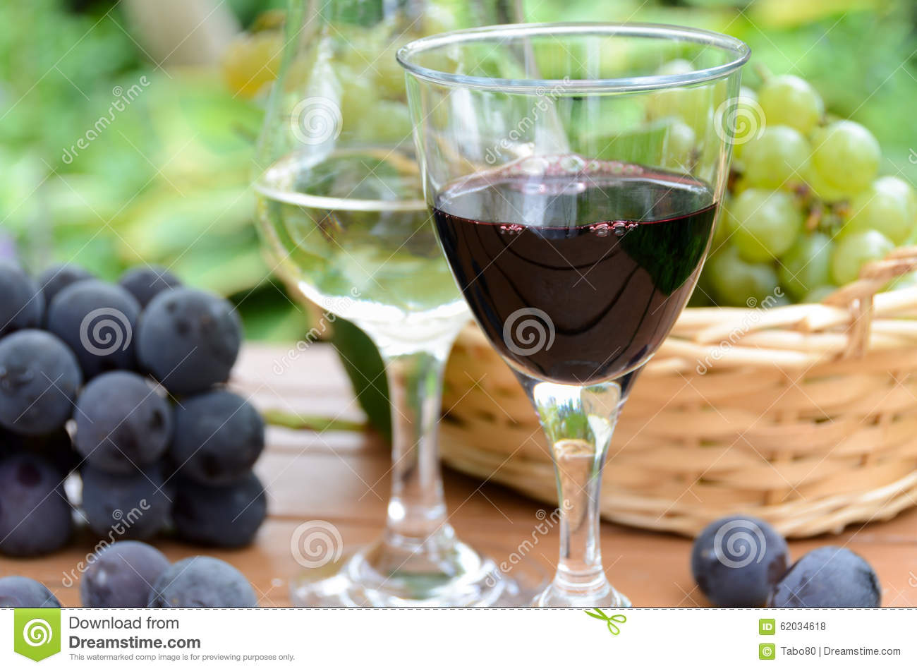 Red and white wine with grapes