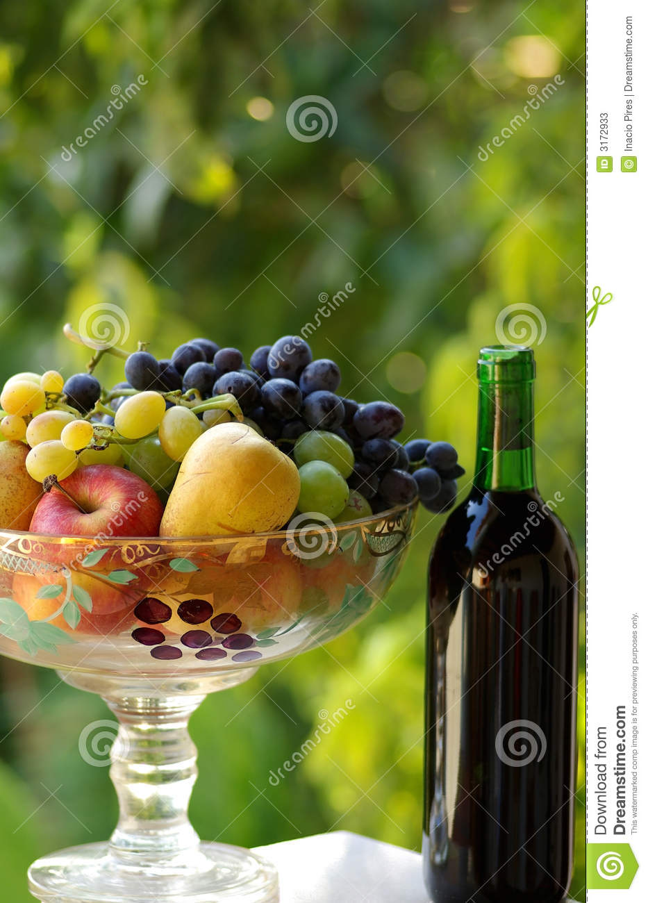 Red wine with fruit basket