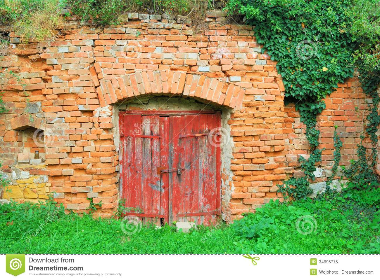 Red wooden door to an old wine cellar royalty free stock for Porte de cave bois