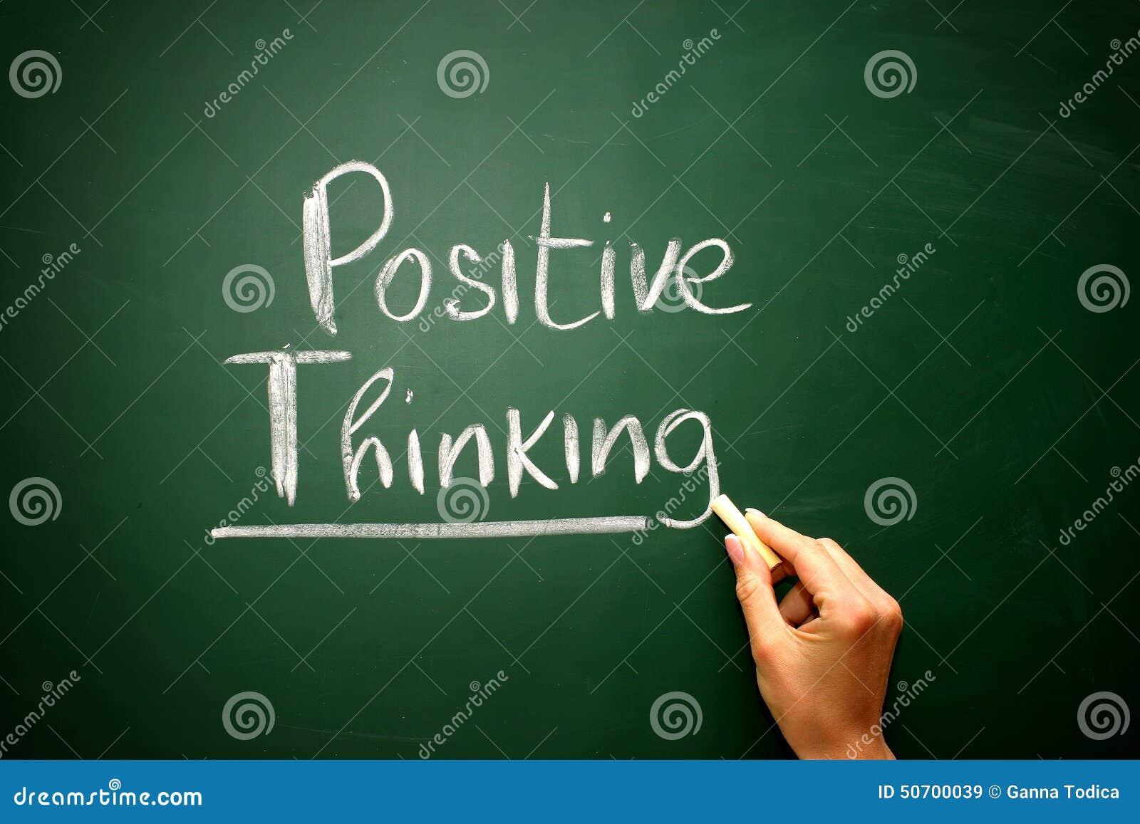 Redacte el pensamiento dibujado en una pizarra, concepto del positivo del negocio