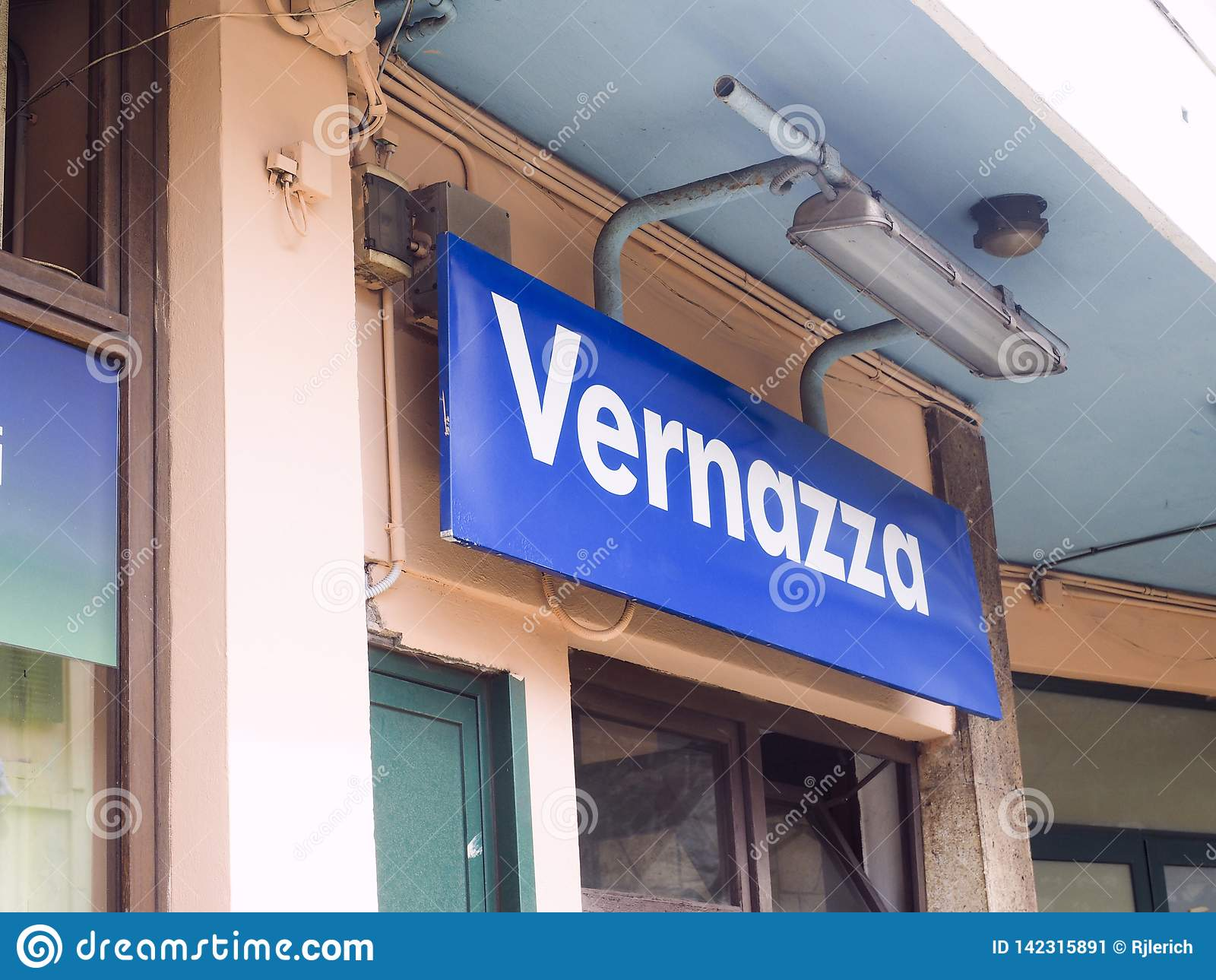 Redakcyjny dworca znak Vernazza Cinque Terre Włochy