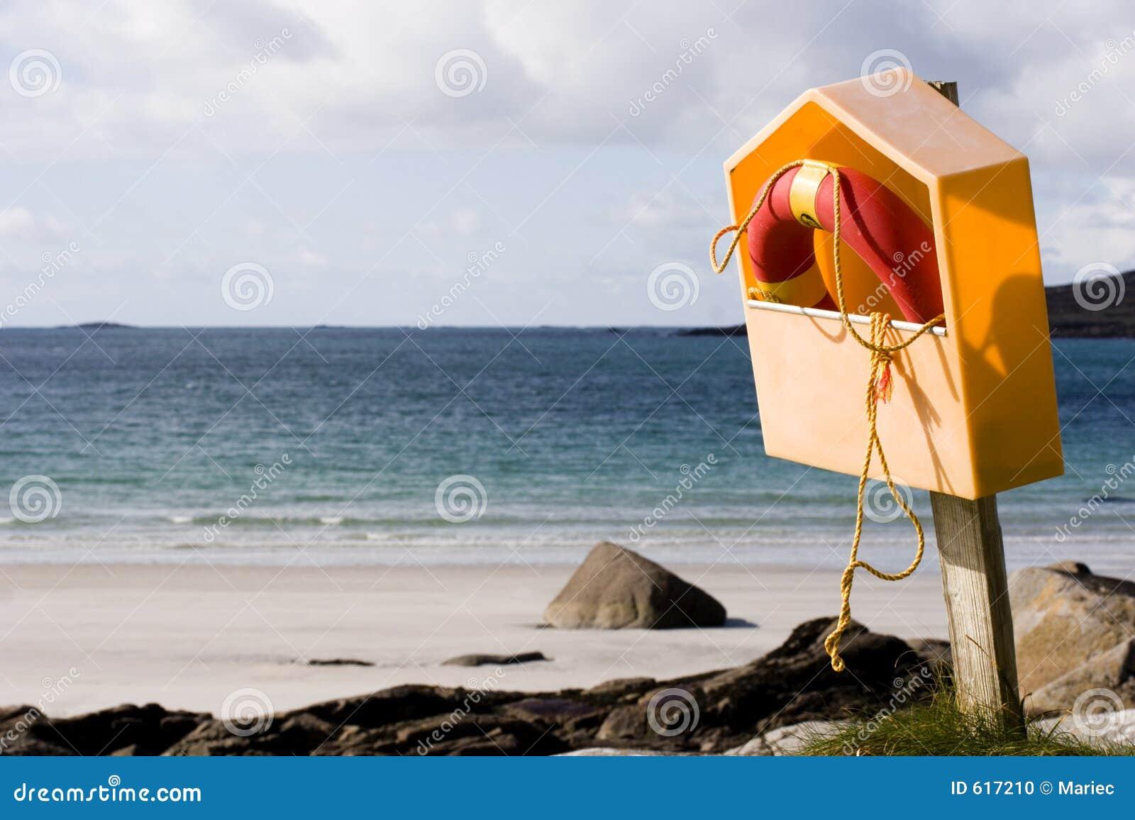 Reddingsboei bij de kust