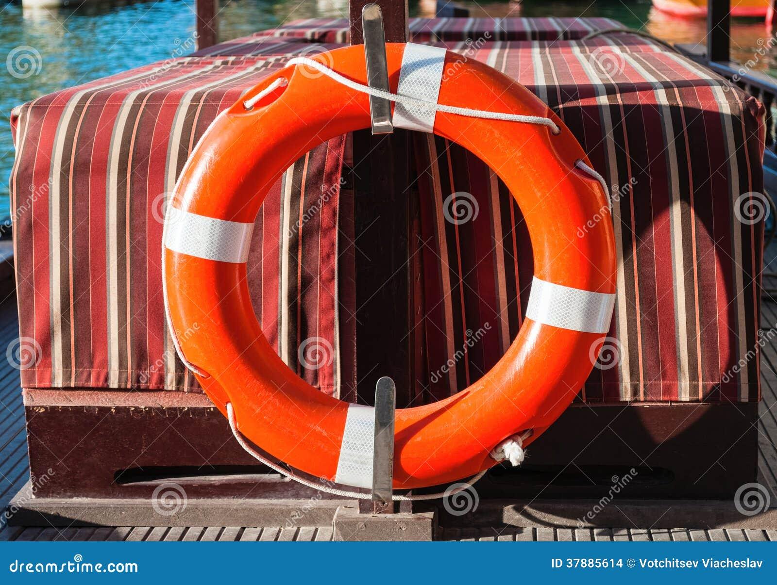 Reddingsgordel op een boot