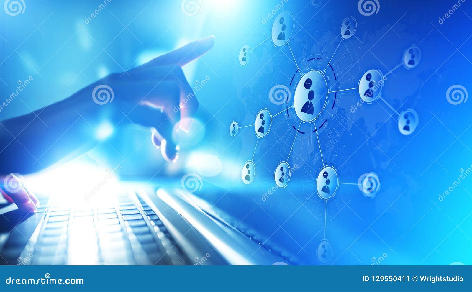 Rede das relações dos povos na tela virtual Uma comunicação do cliente e conceito social dos meios