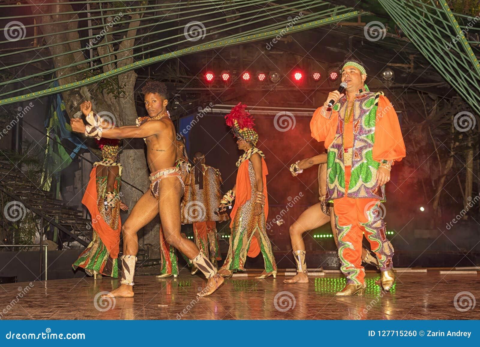 2018: Rede durch kubanische Tänzer auf dem neues Jahr ` s Eve an einem unknow
