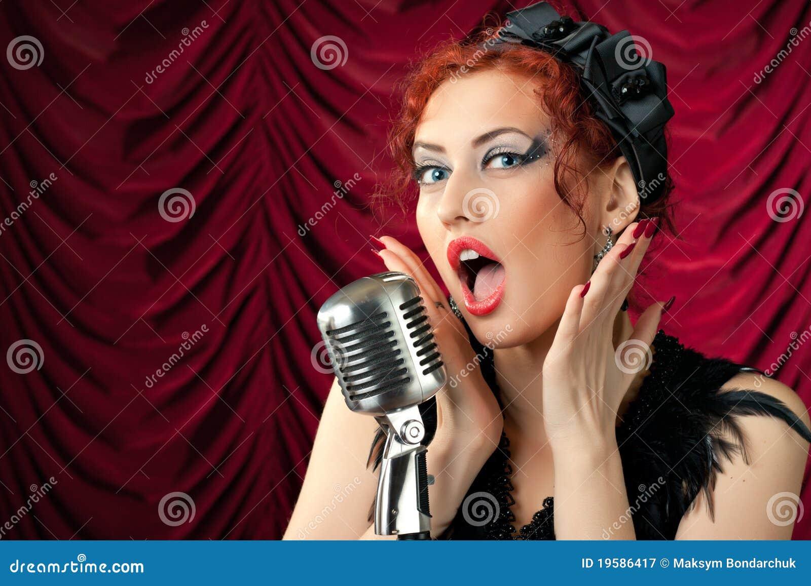 Фото девушек с микрофоном