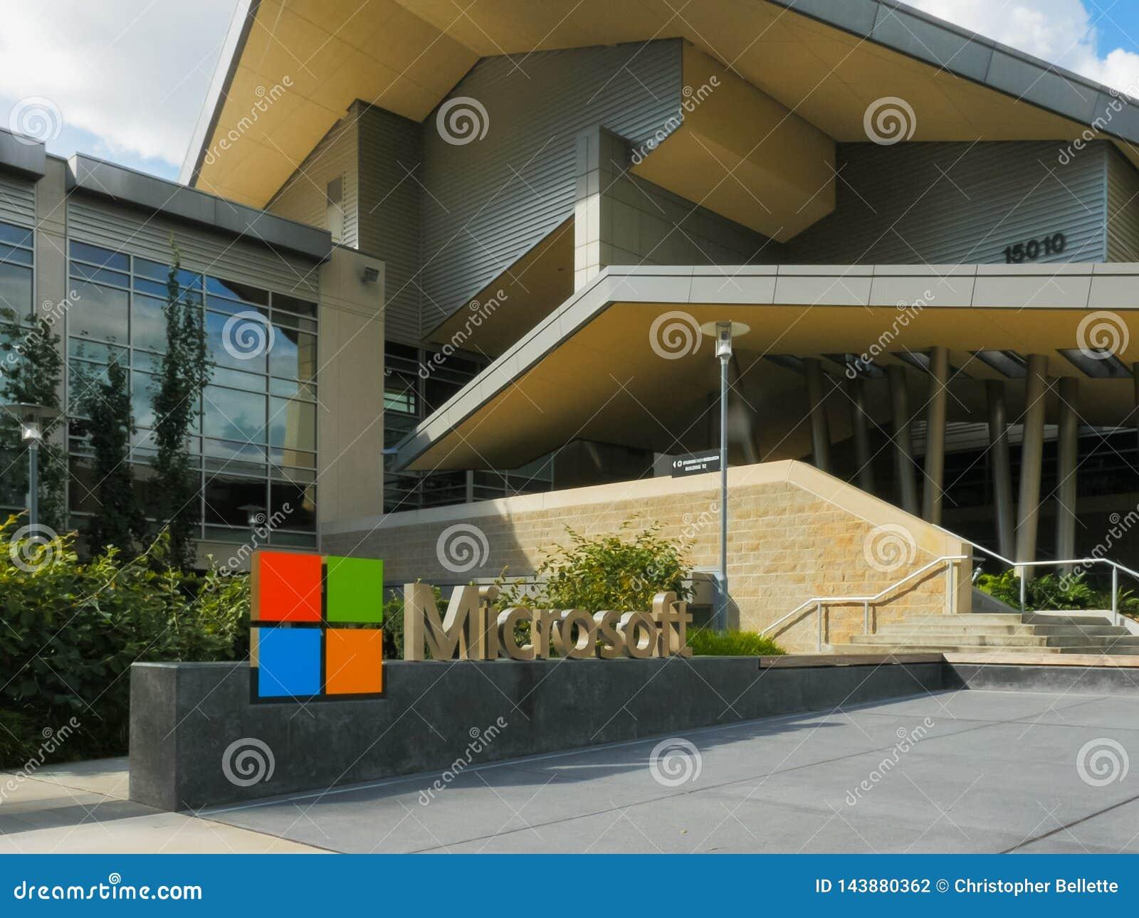 REDMOND, WASZYNGTON, usa WRZESIEŃ 3, 2015: zamknięty zewnętrzny widok Microsoft lokuje budynek