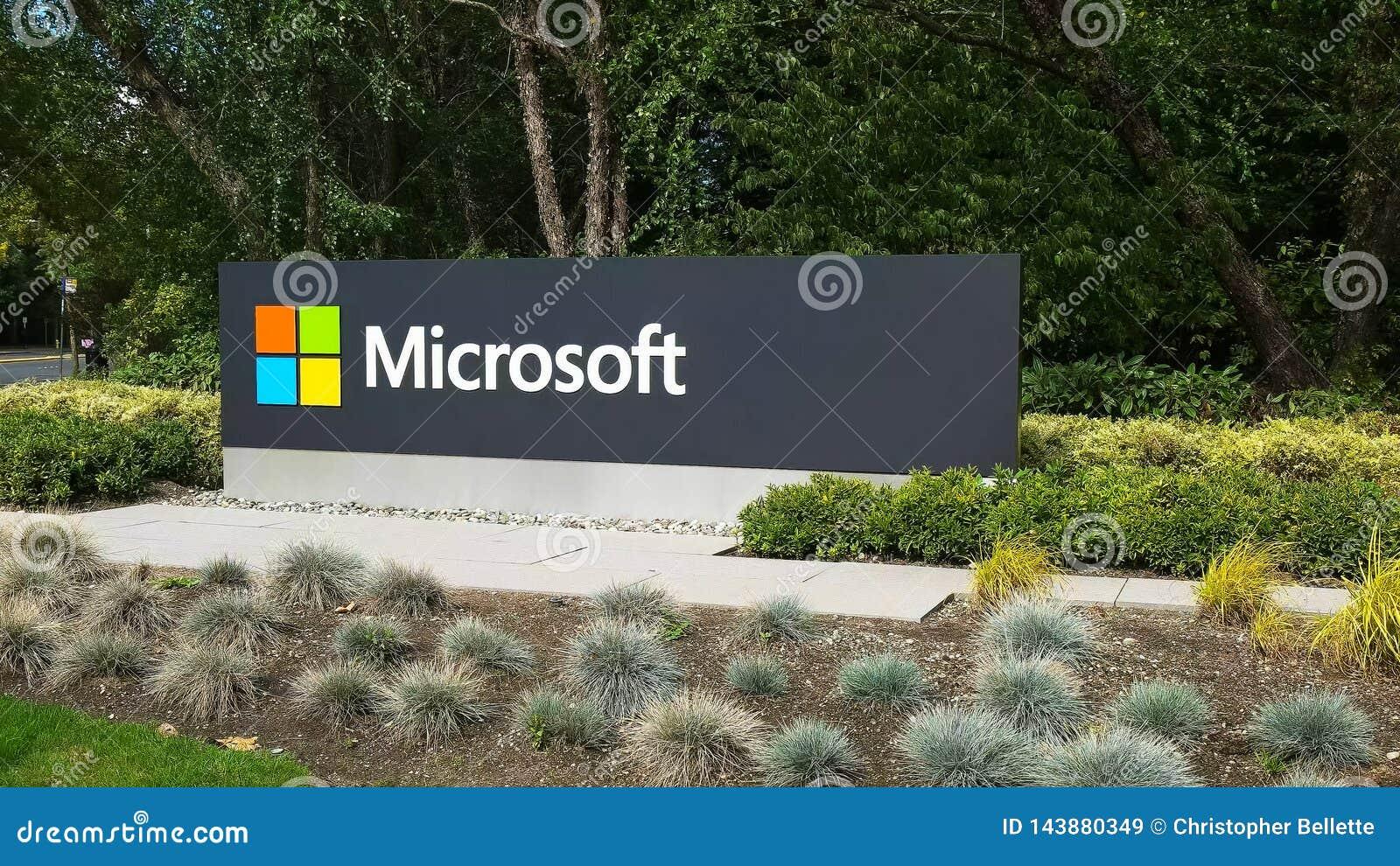 REDMOND, WASZYNGTON, usa WRZESIEŃ 3, 2015: zewnętrzny widok Microsoft znak na ulicie w Redmond